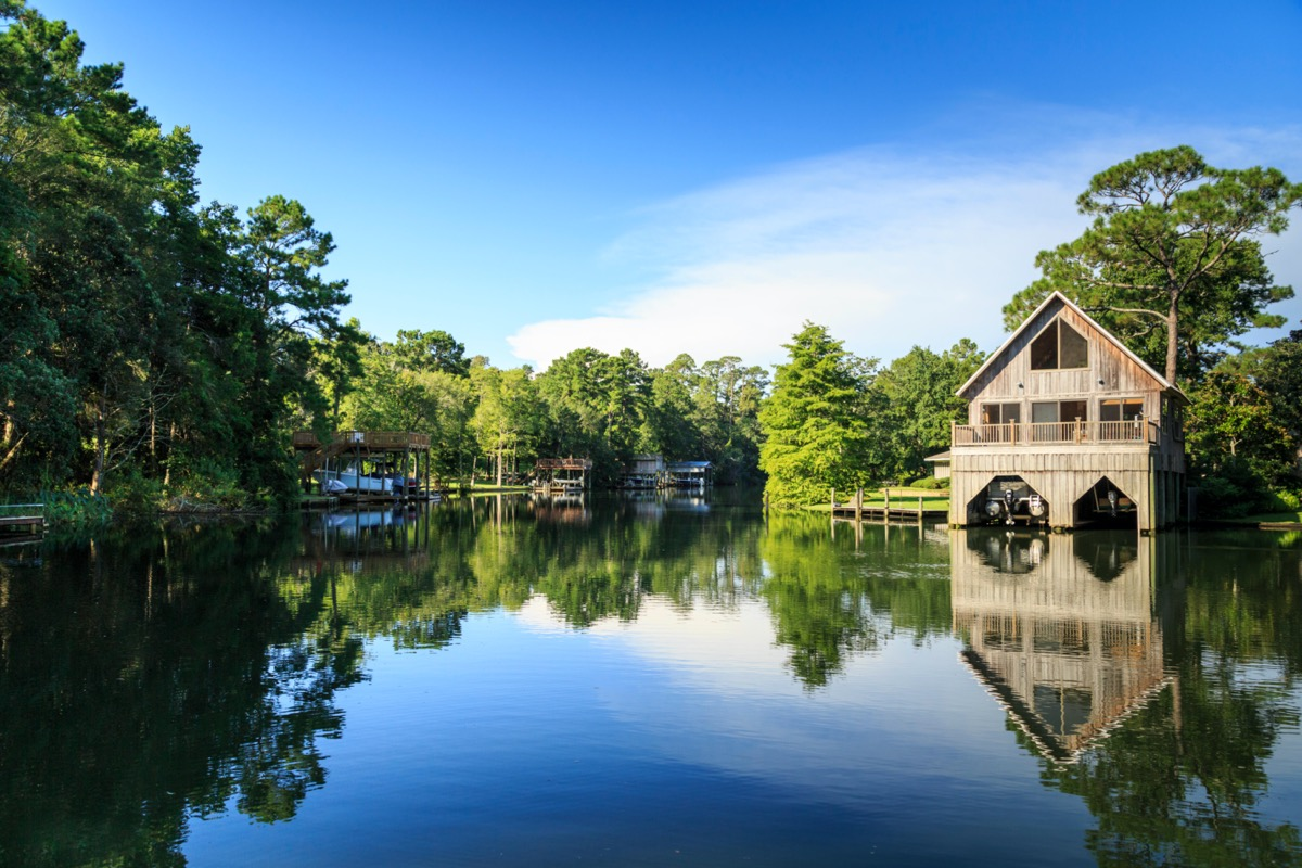 river with boats and boathouses in alabama