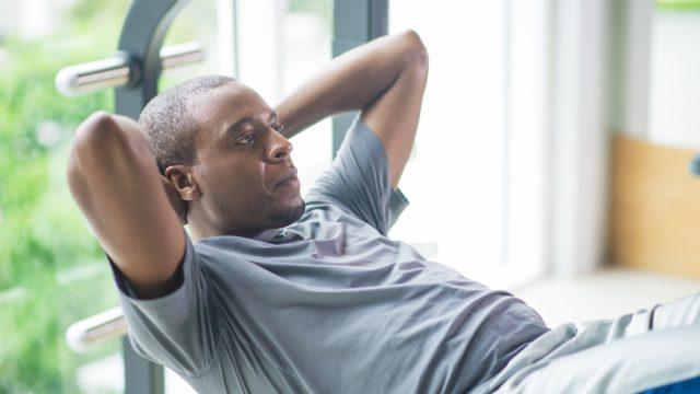 Man sit ups crunches