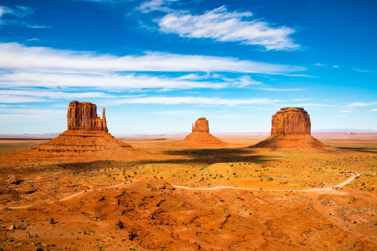 monument valley between the border of arizona and utah