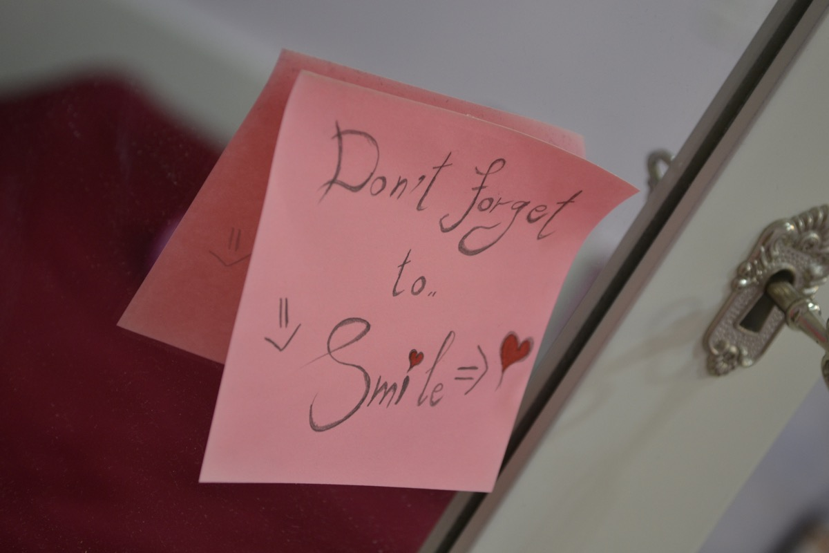 Don't forget to smile positive affirmation post-it note