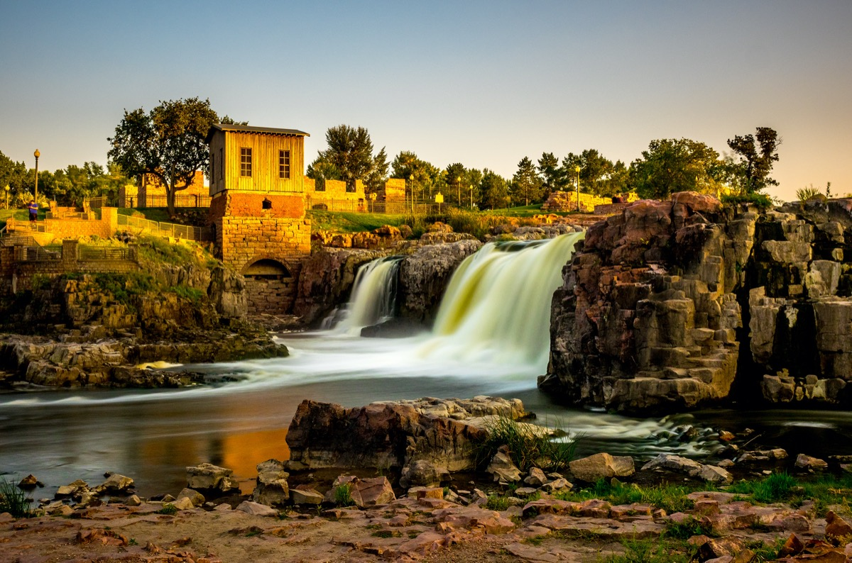 the waterfall that the city of sioux fall is named after