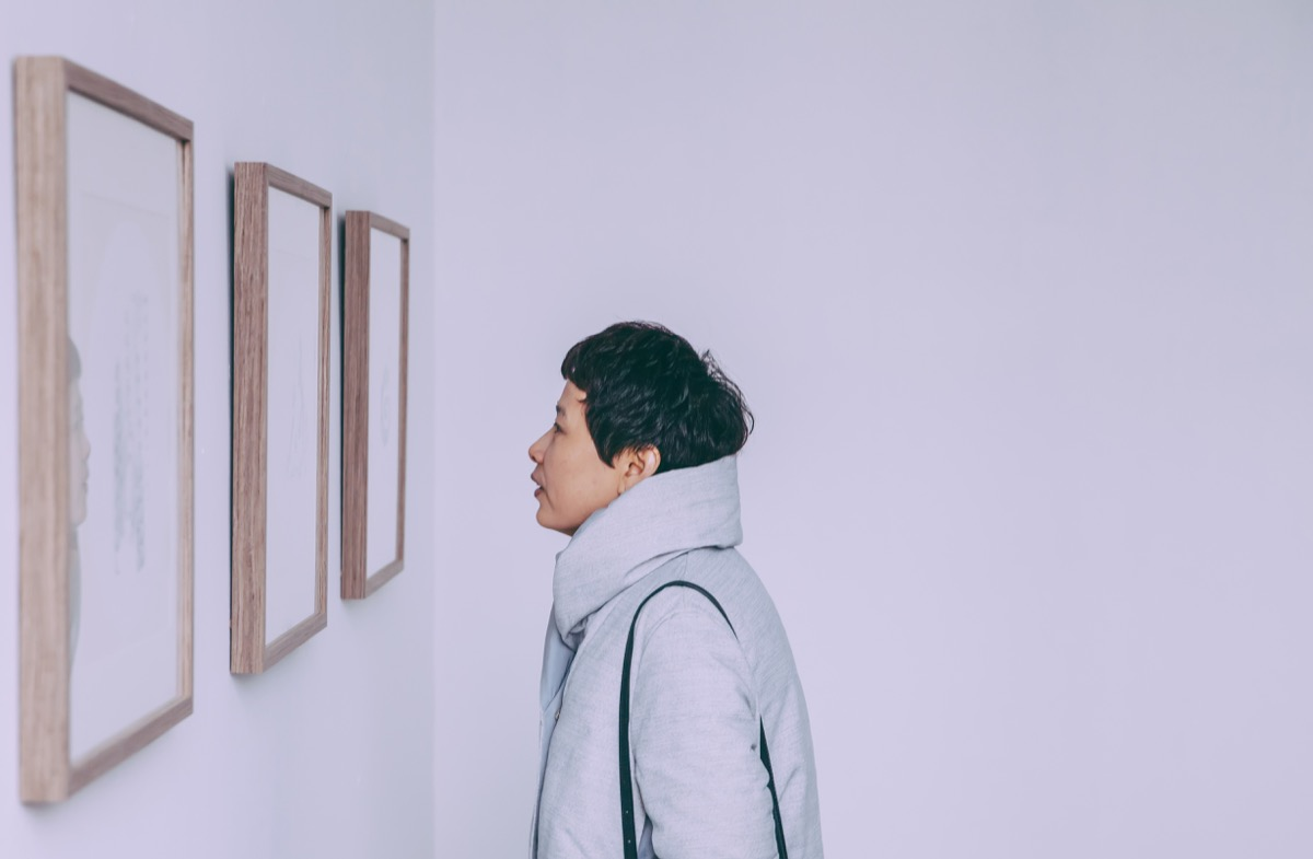 artist introducing arts to visitors in Beijing,China.