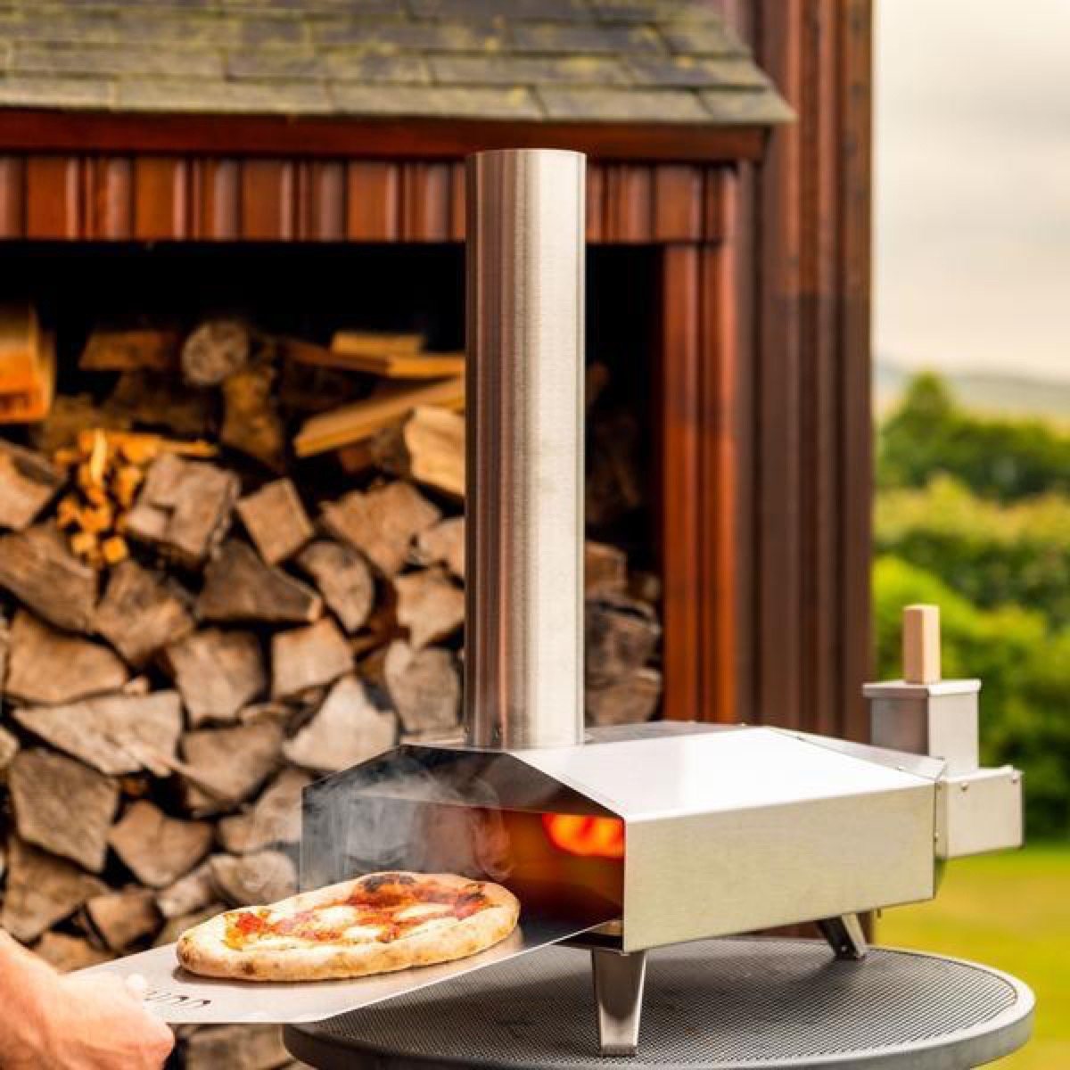 outdoor wood-fired pizza oven