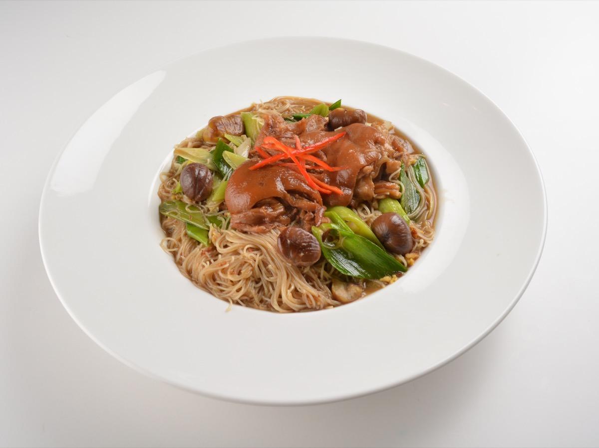 Braised pork trotter noodles
