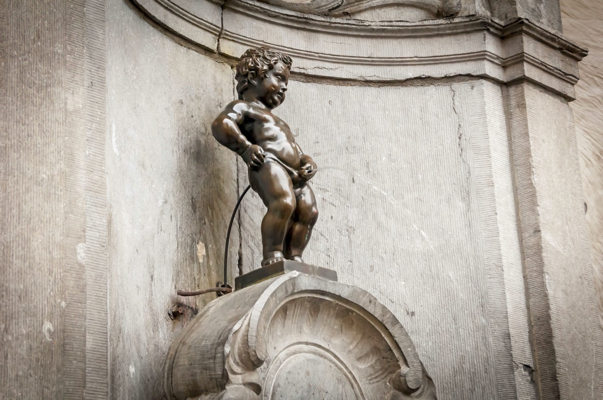 bronze statue of little man peeing