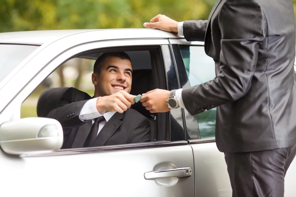 Man giving money to driver
