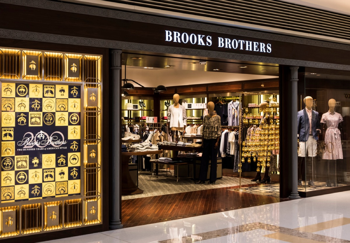 brooks brothers storefront in mall