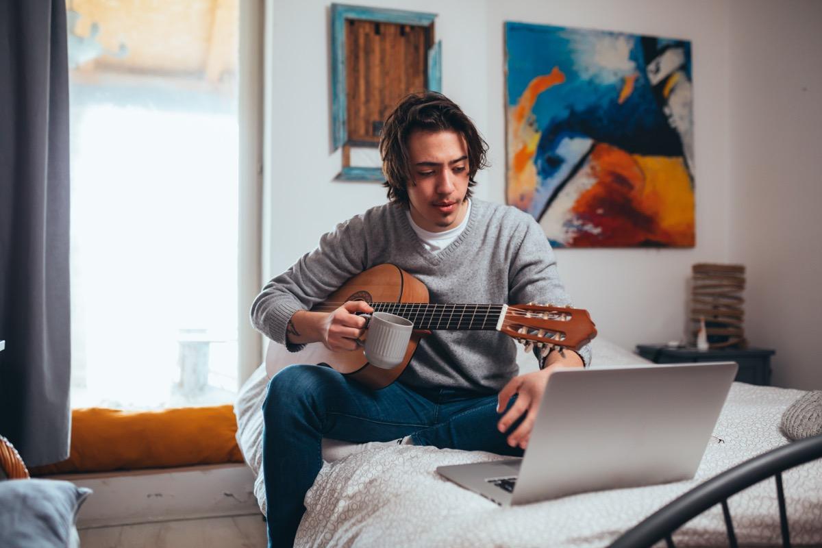 Man doing online guitar lesson