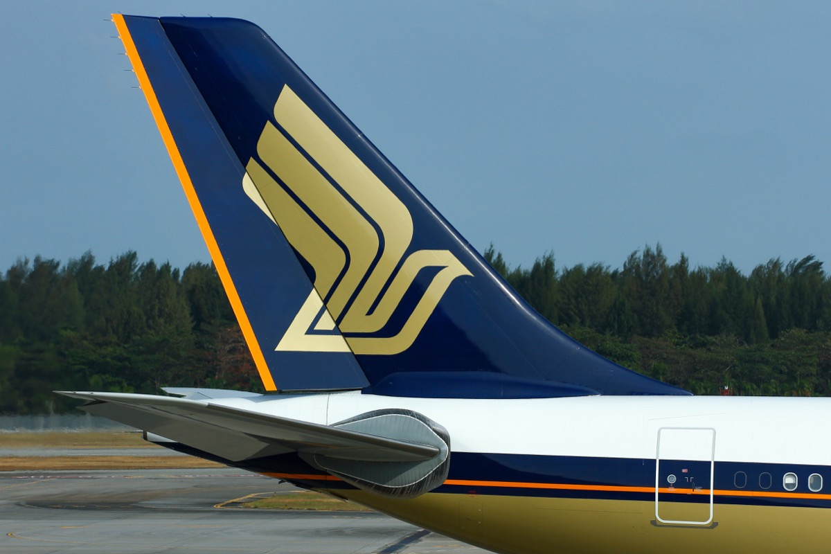 singapore airlines back of plane