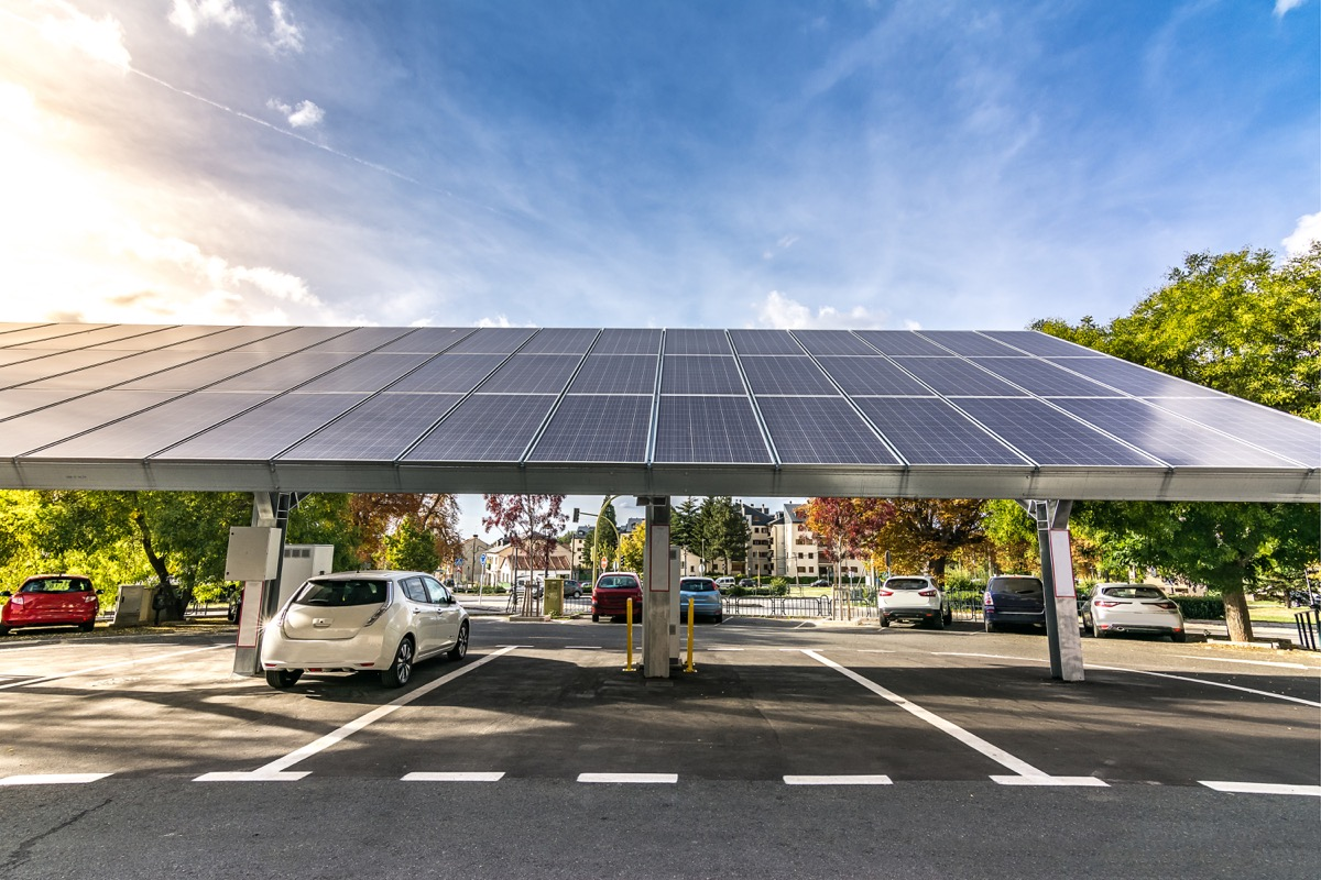 Solar charging station for cars