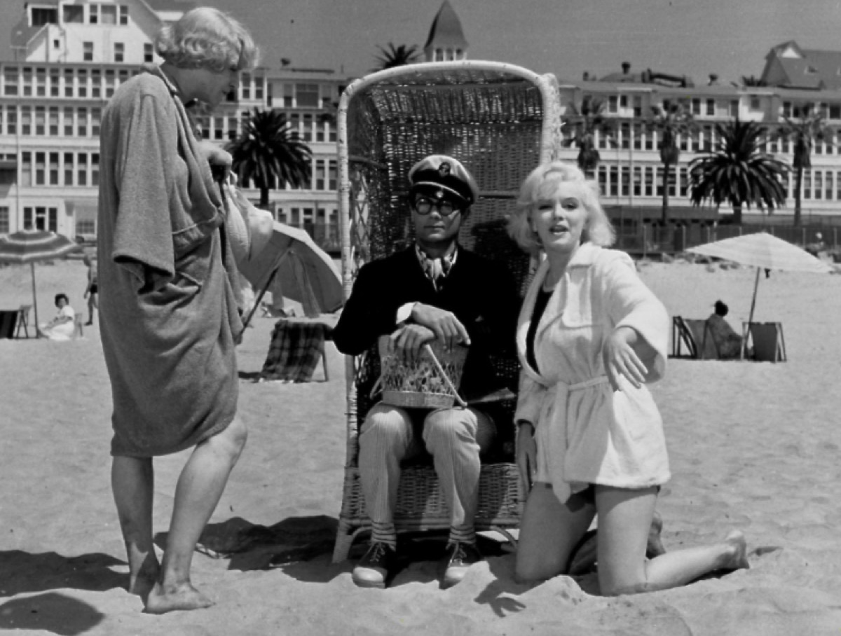 Jack Lemmon, Tony Curtis, and Marilyn Monroe in Some Like It Hot