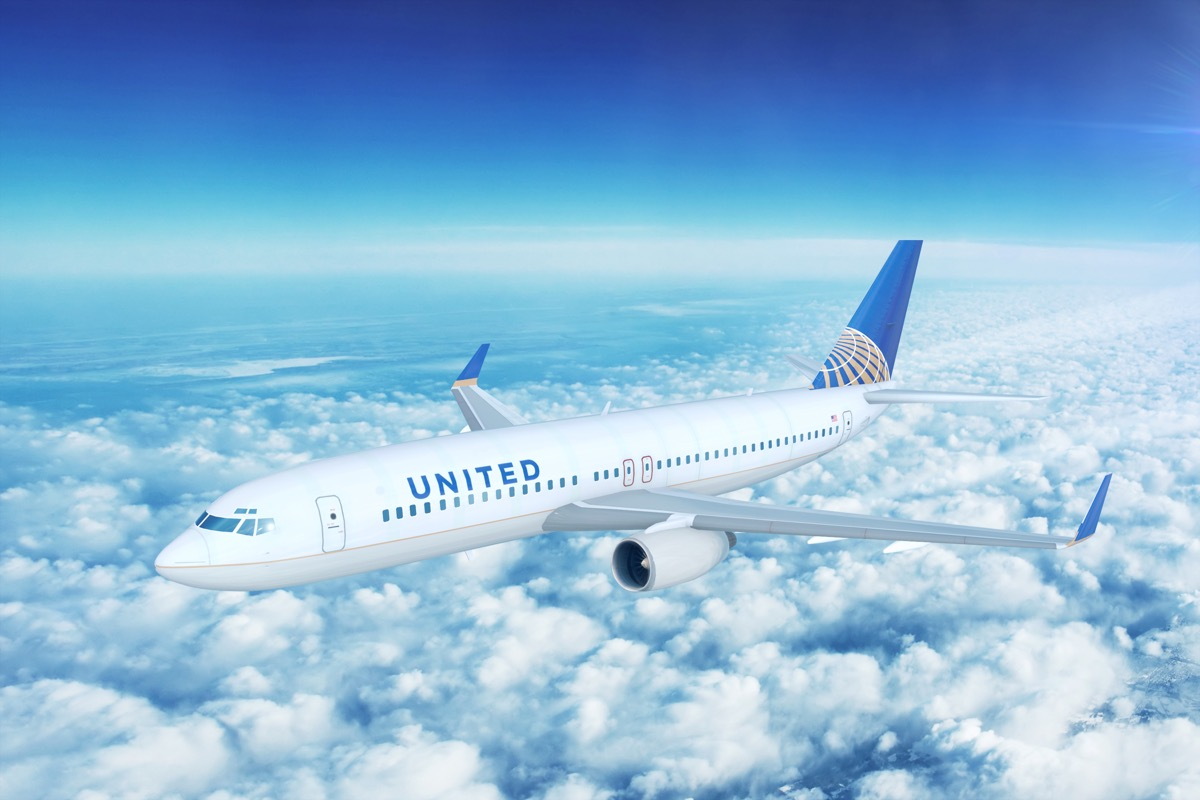 united airline plane flying