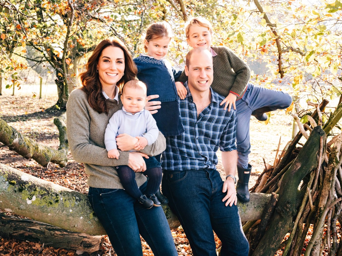 cambridge family christmas photo 2019