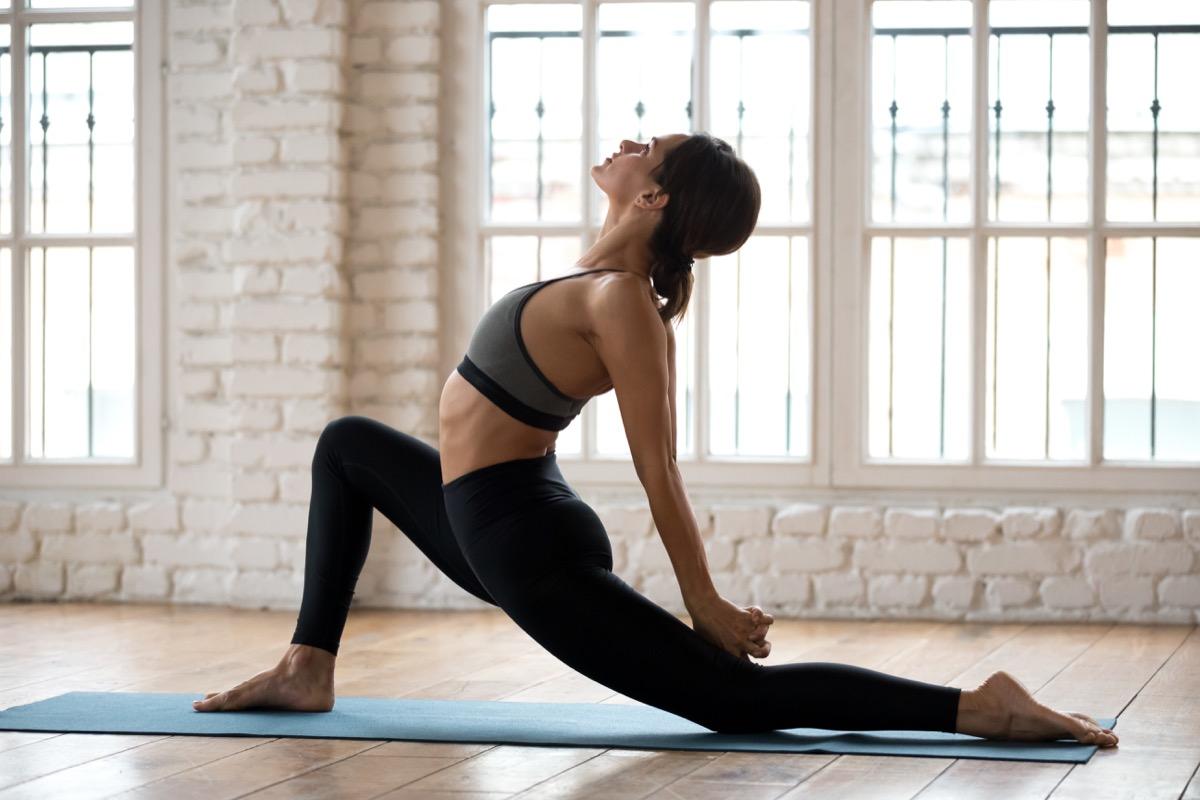 Stretching hip flexor at home