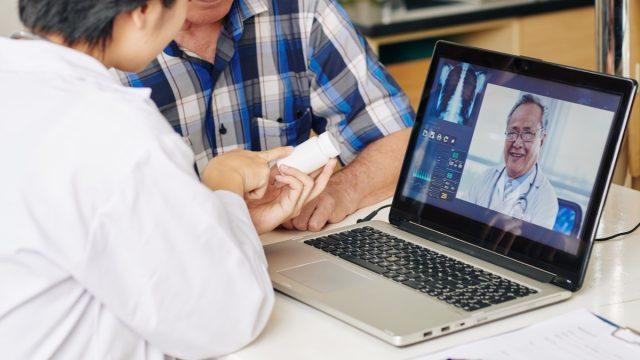 Nurse recommending tablets to patient