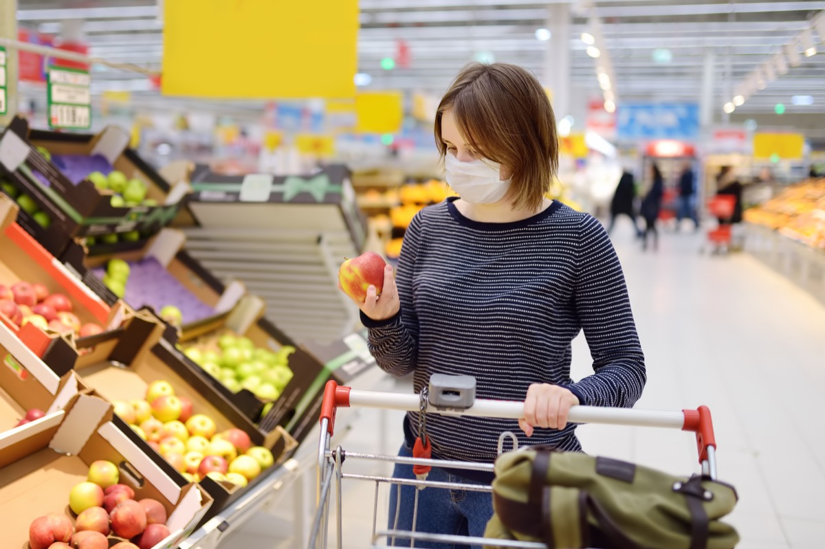 young white woman shopping while wearing mask