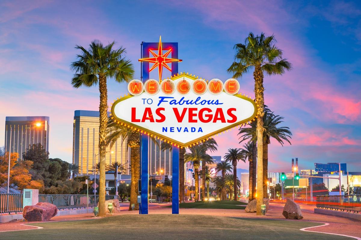 Las Vegas sign on the strip