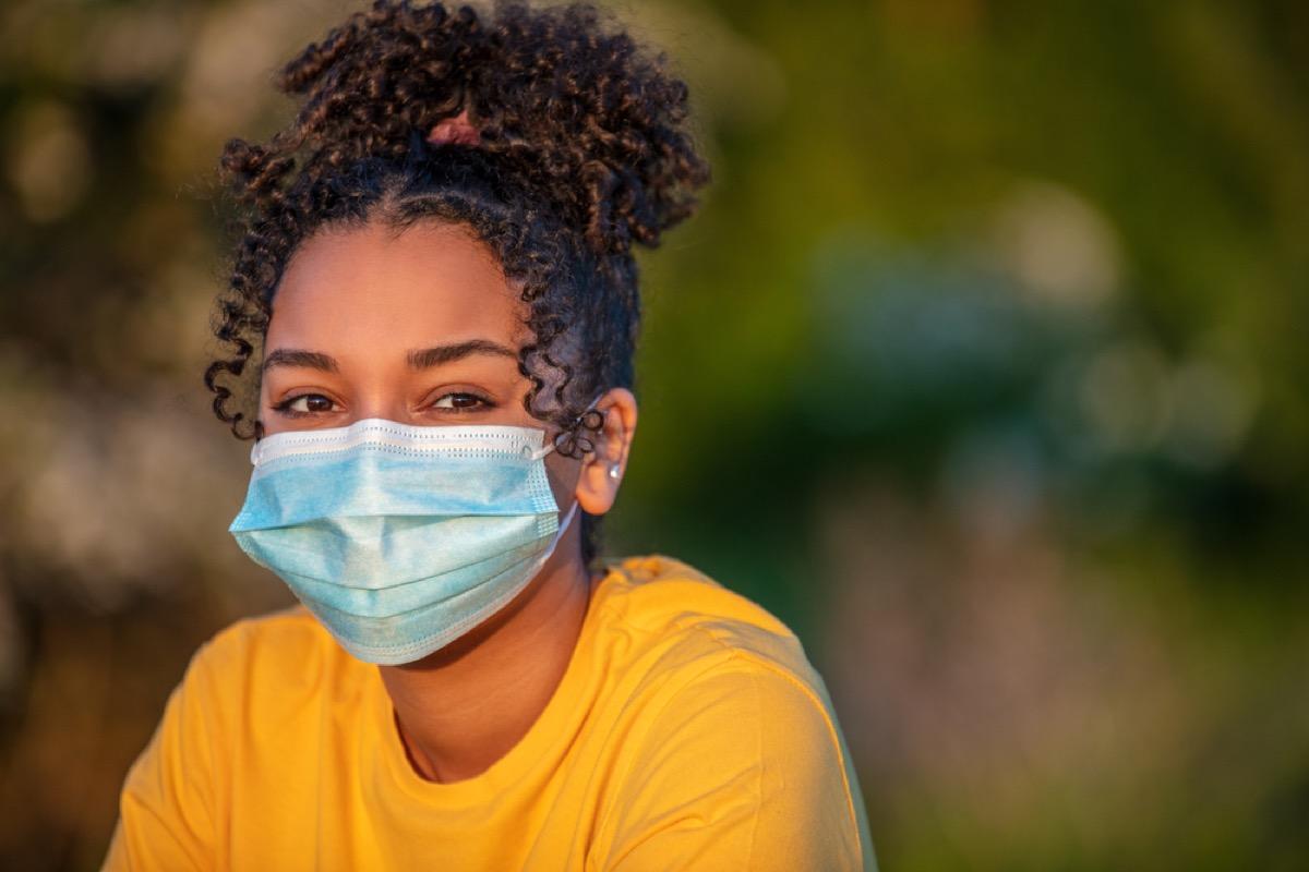 teenage black girl wearing a face mask