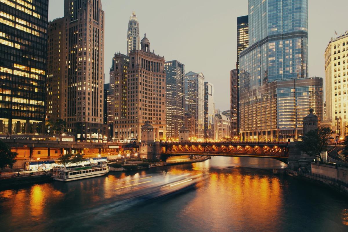 dusable bridge in chicago