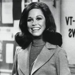 """Mary Tyler Moore in """"The Mary Tyler Moore Show"""" in 1975"""