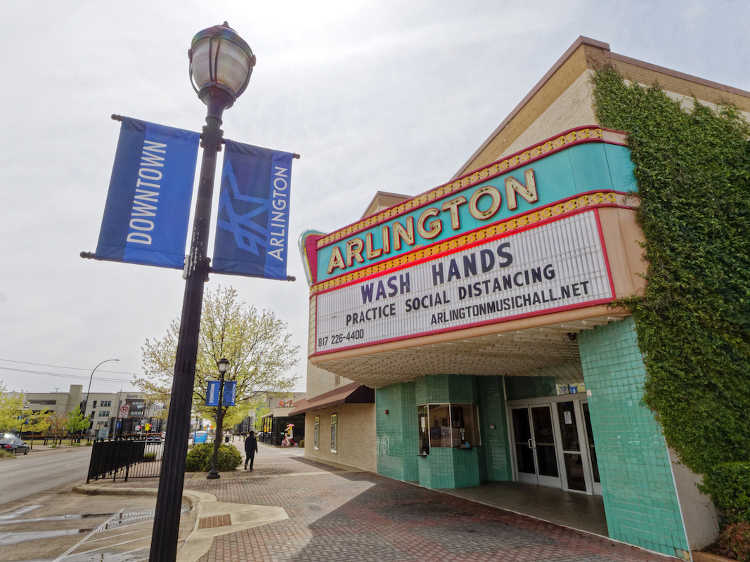 movie theater in Arlington Texas closed with sign asking people to wash hands and social distance