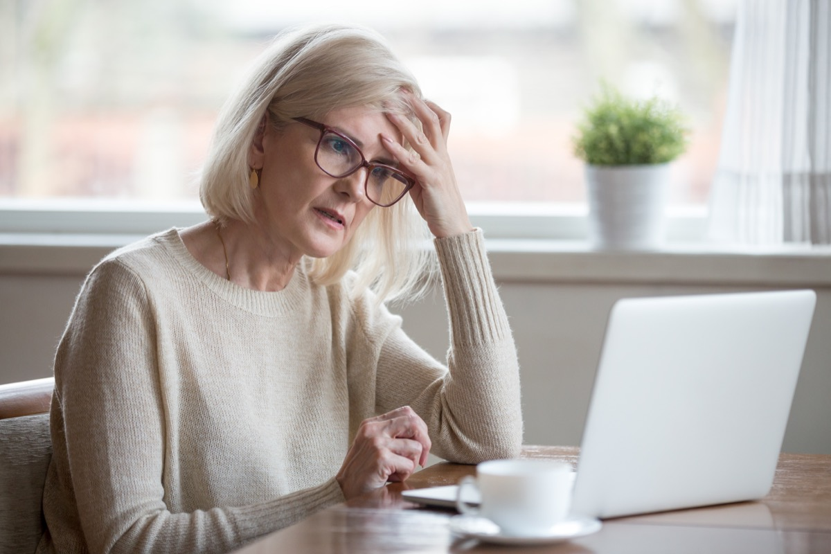 Woman experiencing delirium and confusion