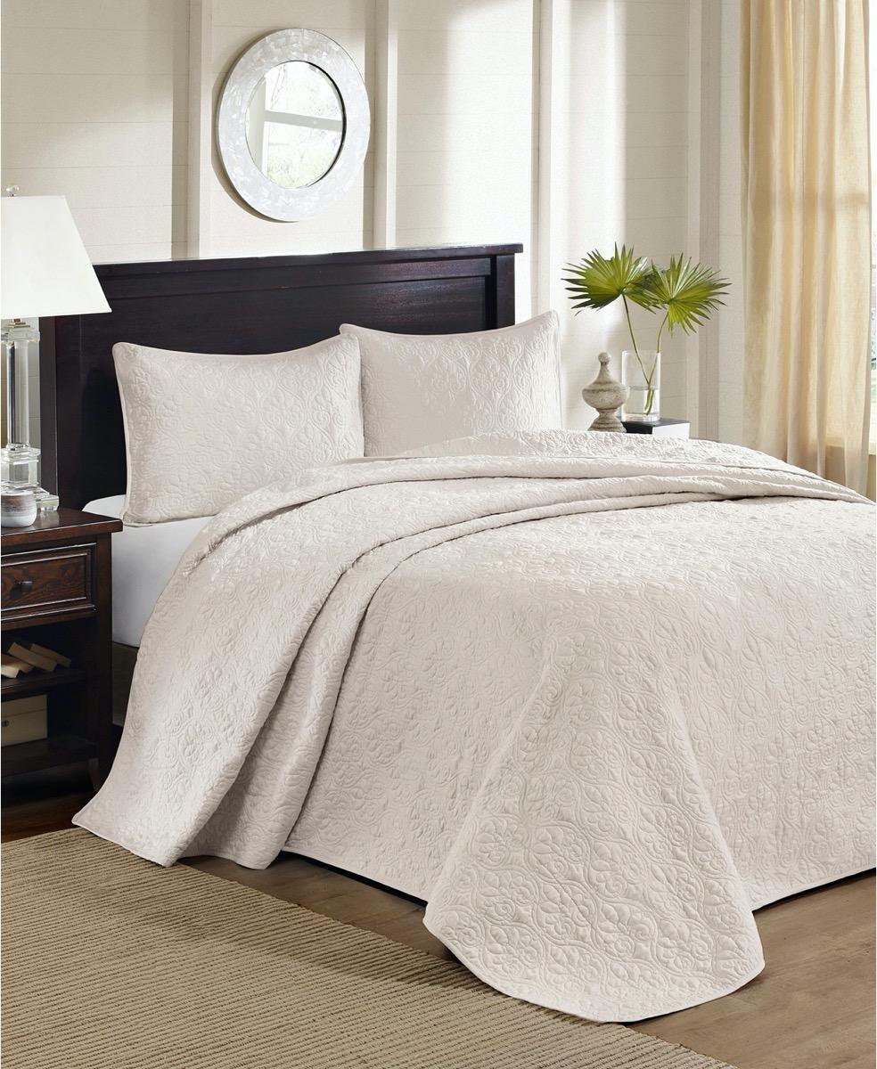 cream colored bedroom set