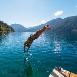 man dives into lake crescent in washington
