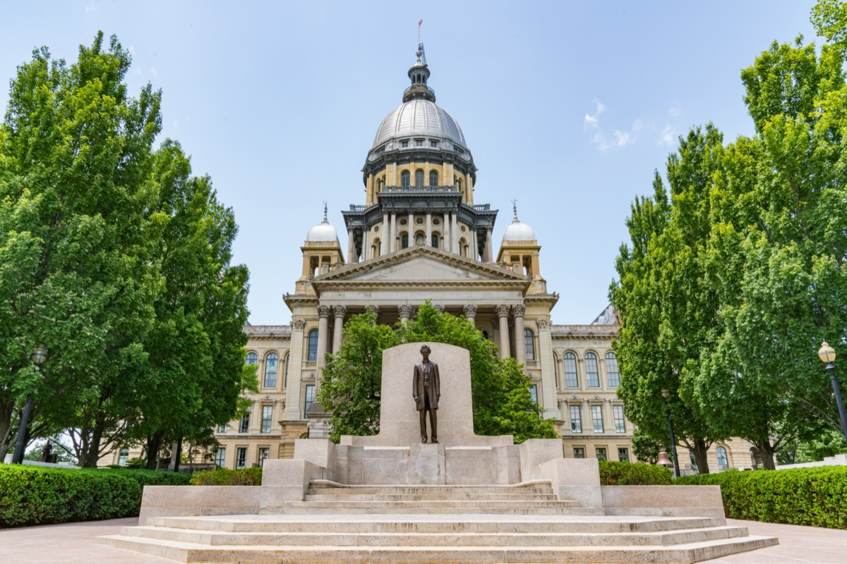 the capitol building in springfield, illinois
