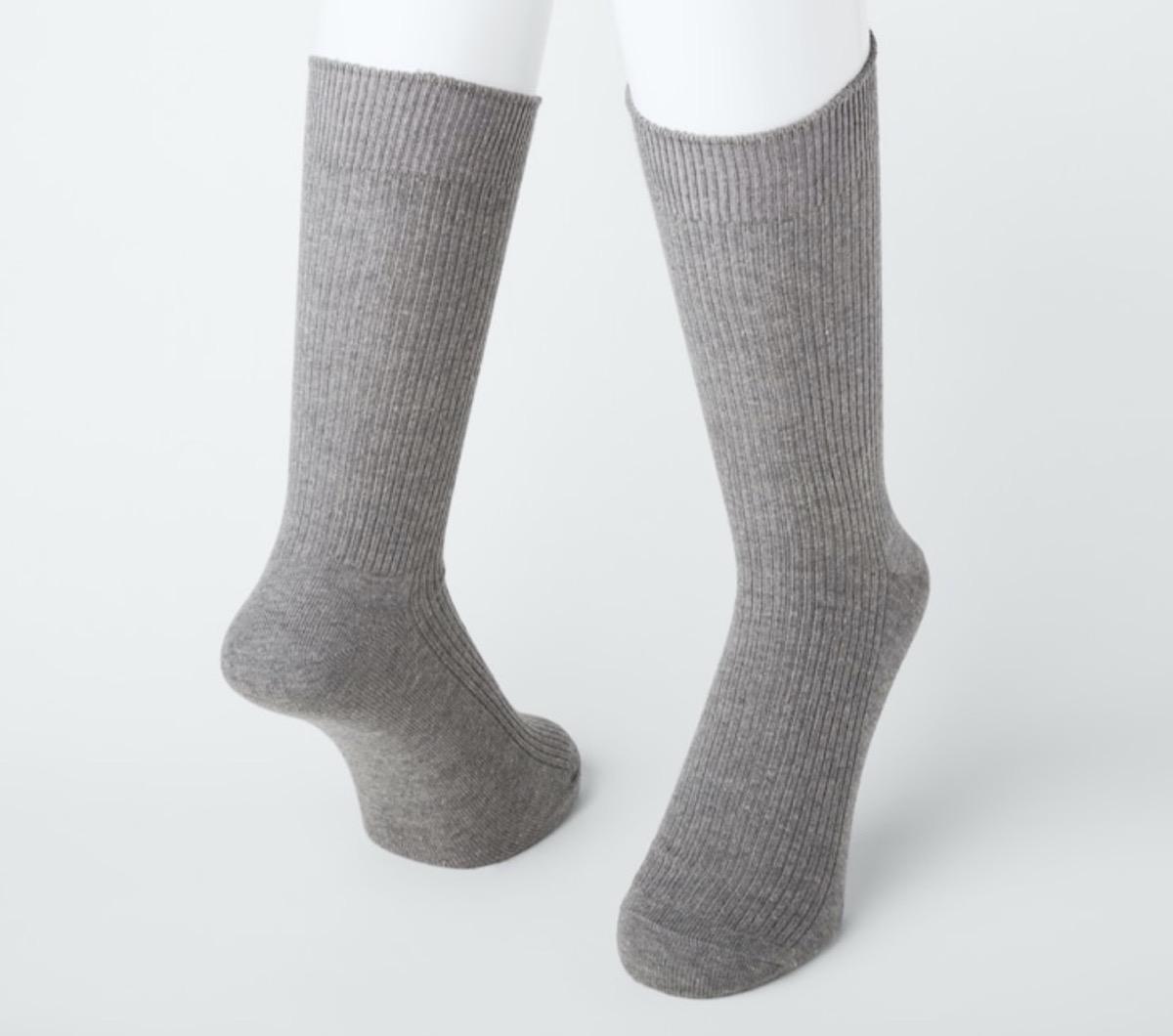 gray uniqlo socks