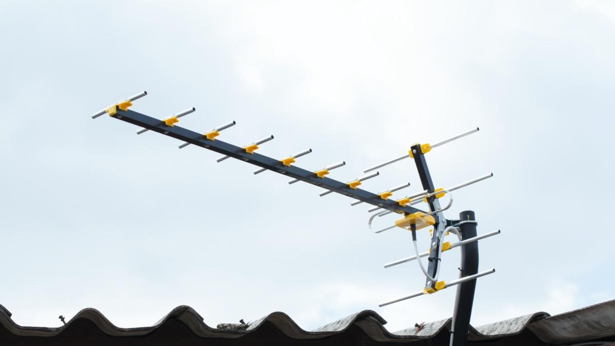 digital tv antenna on roof