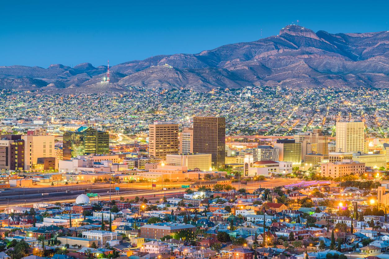 The skyline of El Paso, Texas at dusk.