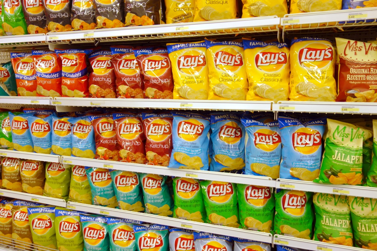 lay's potato chips display