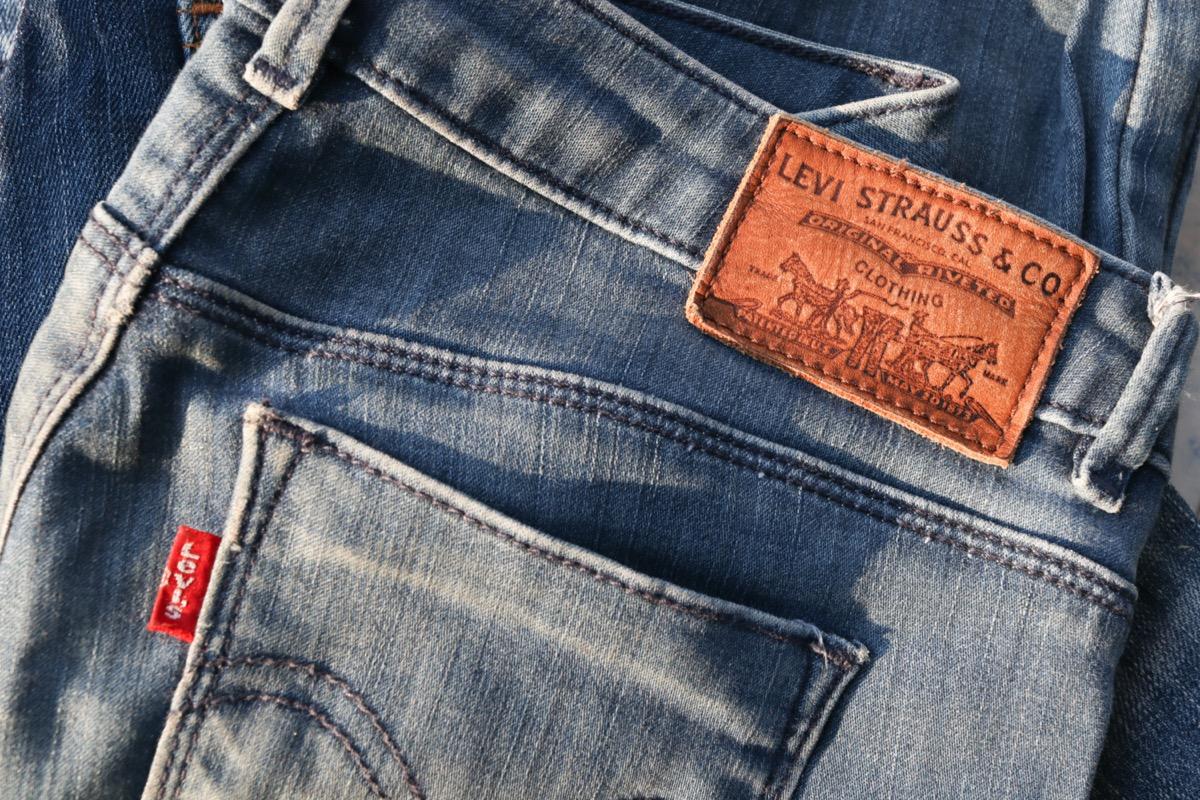 levi's jeans logo