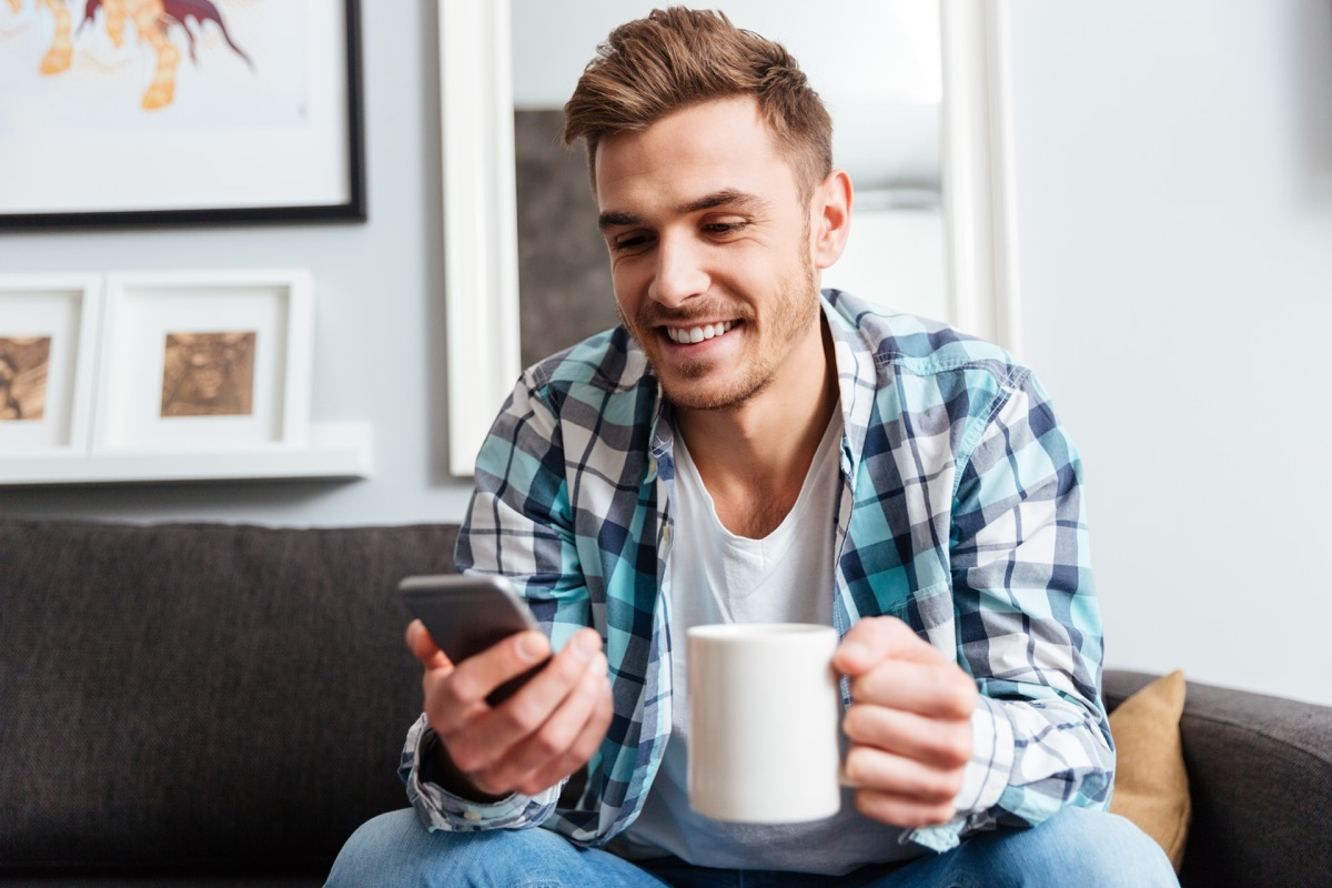 Man using a dating app on his phone