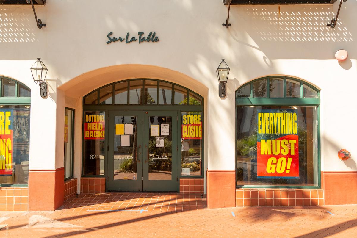 Signs on a Sur La Table in Santa Barbara, CA announce the store's closing