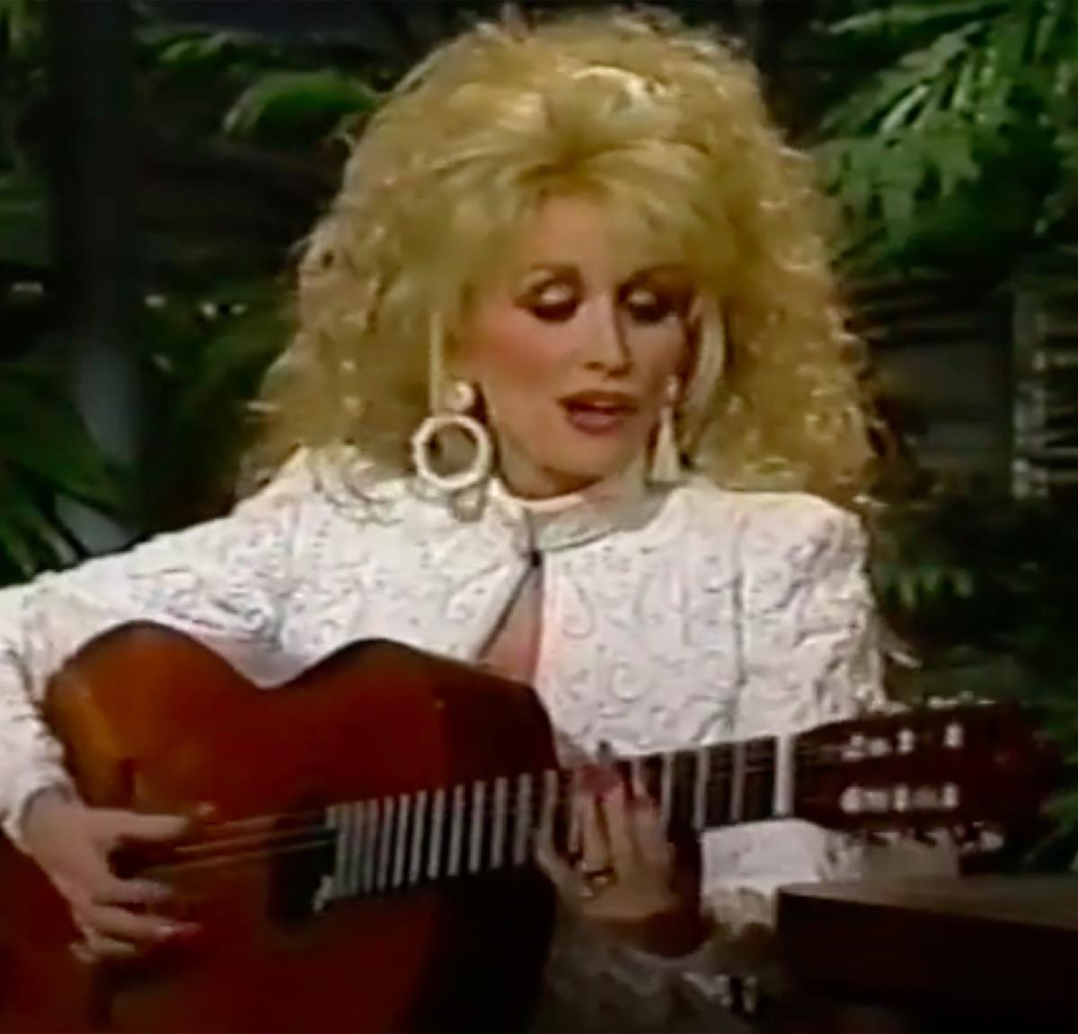 Dolly Parton singing to Johnny Carson