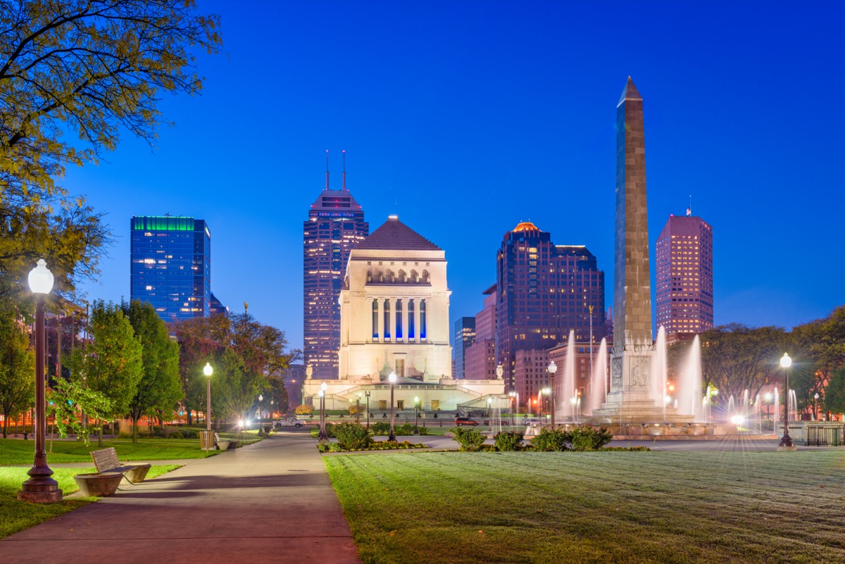 USA War Memorials and city skyline in Indianapolis, Indiana at twilight