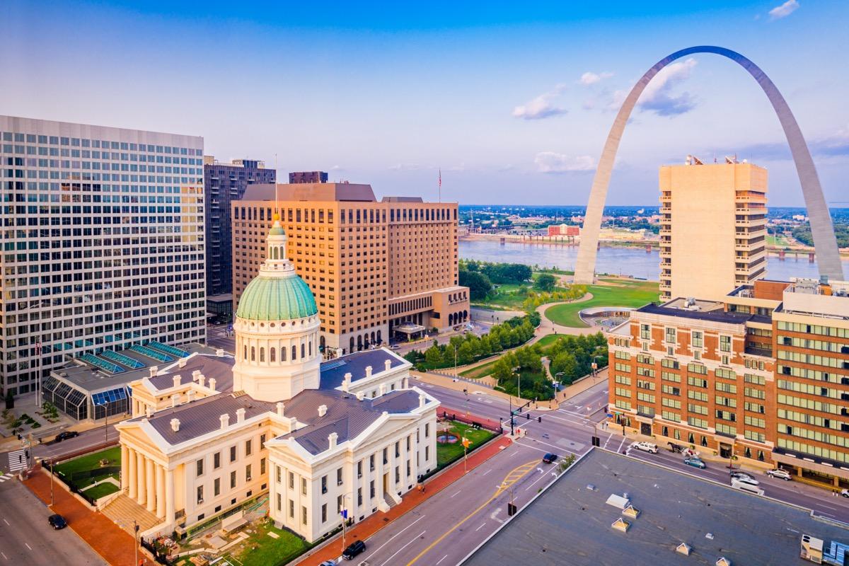 cityscape photo of St. Louis, Missouri at dusk