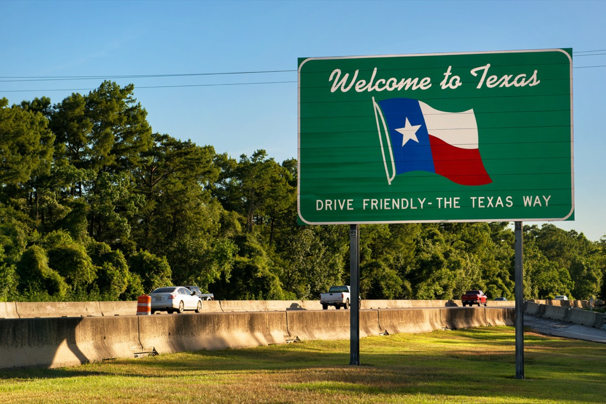 """green """"Welcome to Texas"""" sign on the side of a highway"""