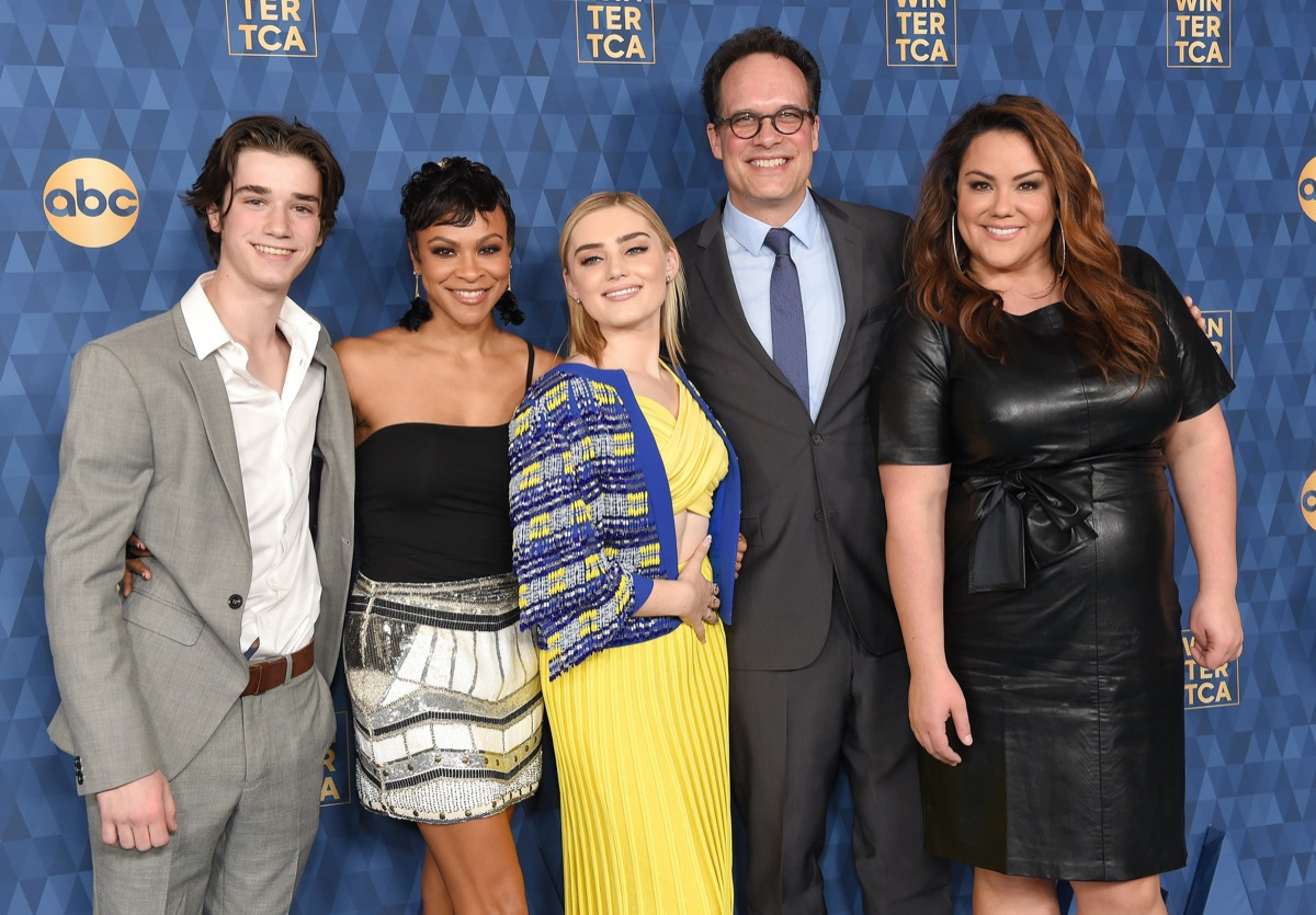 Daniel DiMaggio, Carly Hughes, Meg Donnelly, Diedrich Bader and Katy Mixon of American Housewife