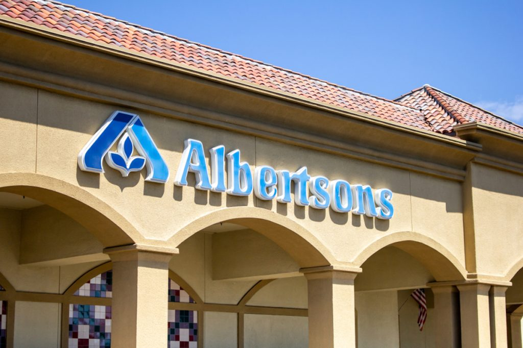 A store front sign of the grocery store Albertsons