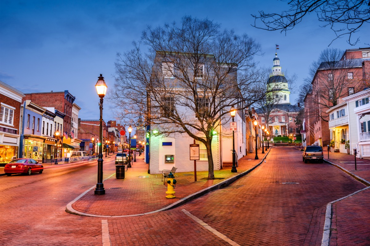 cityscape photo of downtown Annapolis, Maryland at night