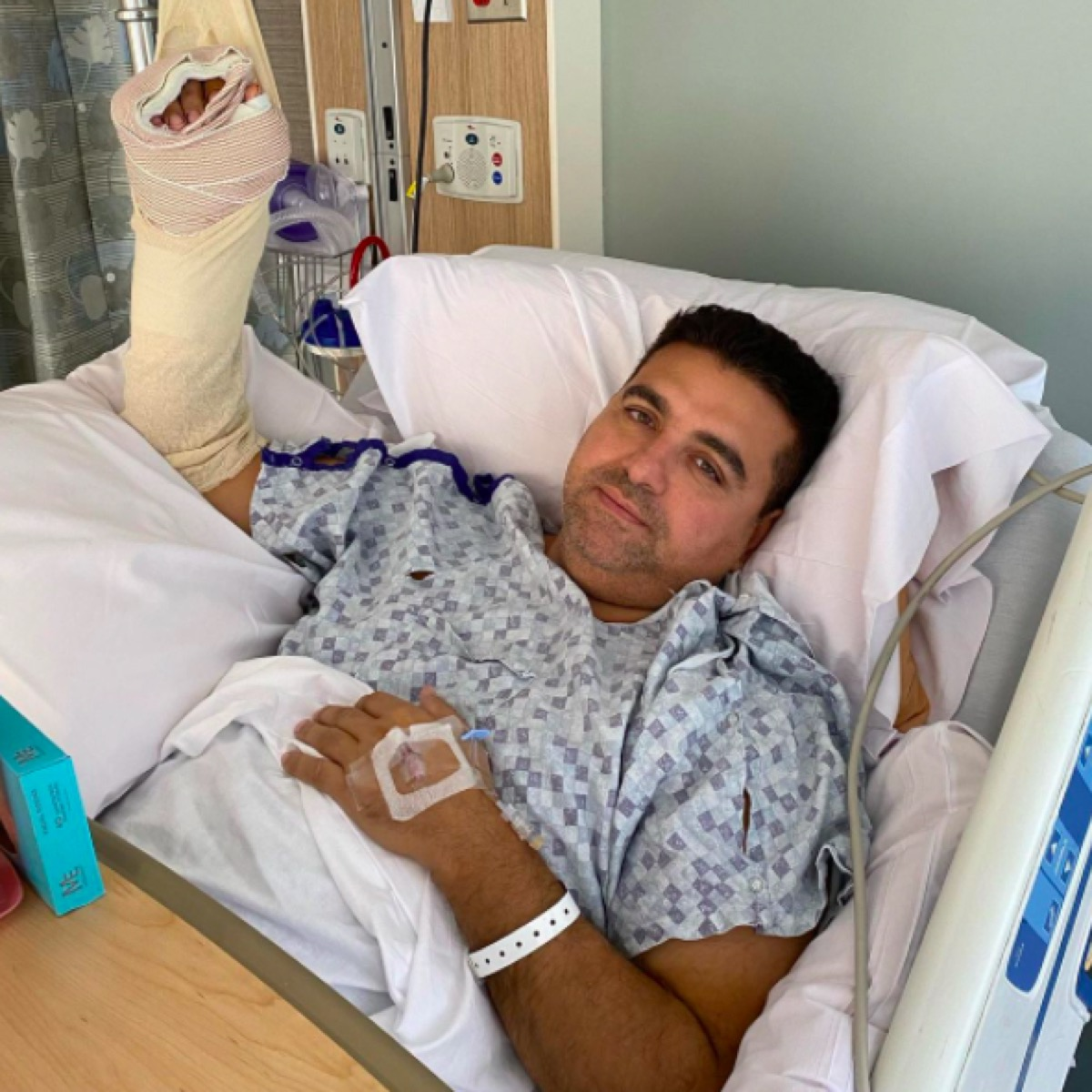 Cake Boss in the hospital for hand injury