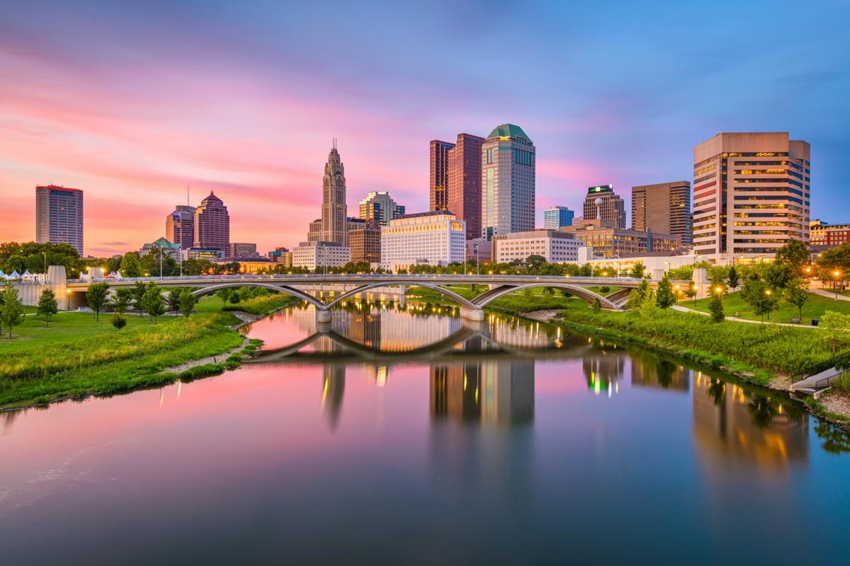 city skyline and bridge in Columbus, Ohio