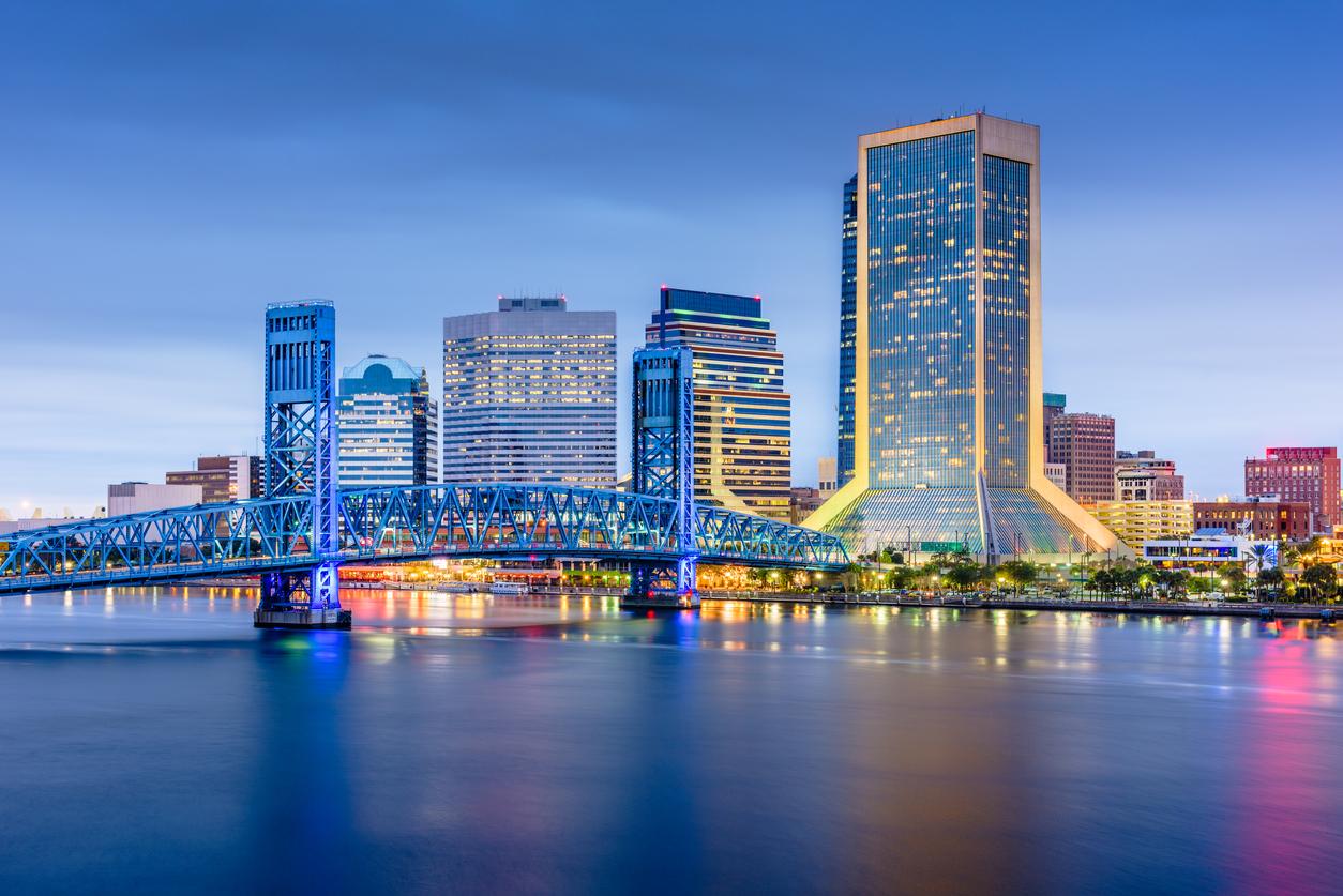 The skyline of Jacksonville, Florida at dusk.