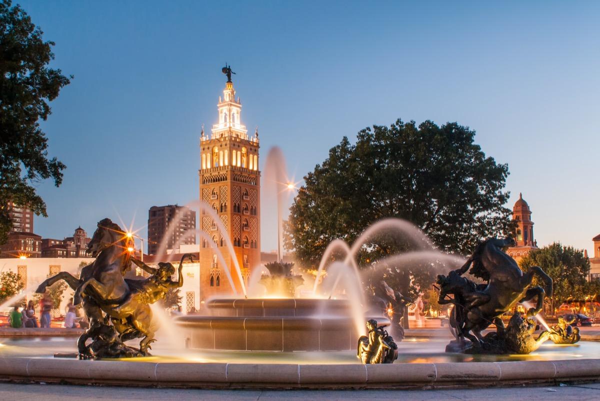 fountain and park in Kansas City, Missouri