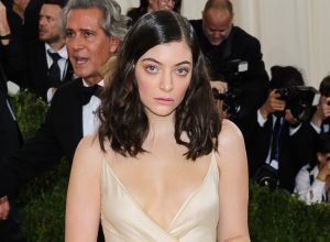 Lorde arrives at the Metropolitan Museum of Art Costume Institute Gala Manus x Machina: Fashion in the Age of Technology on May 2, 2016