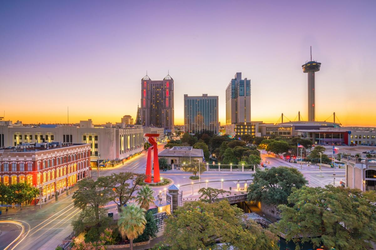 cityscape photo of San Antonio, Texas at dusk