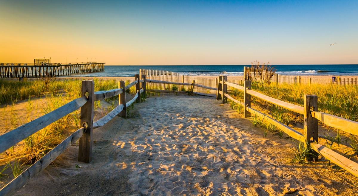 landscape photo of a beach in Ventnor City, New Jersey
